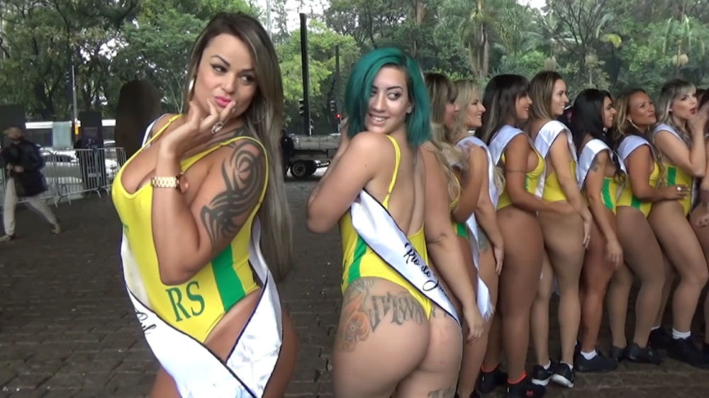 Mother and daughter with matching bottoms compete in miss bumbum contest in brazil