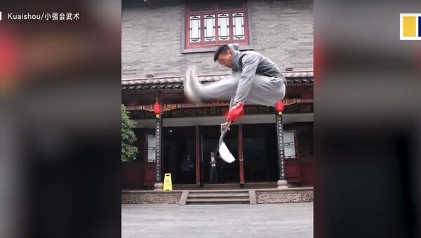 Chinese man who can 'jump on water' goes viral - Sputnik Узбекистан