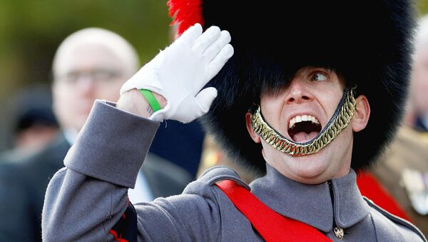 A soldier salutes as he parades past Britain's Prince Edward during the Remembrance Sunday Cenotaph service in London - Sputnik Узбекистан